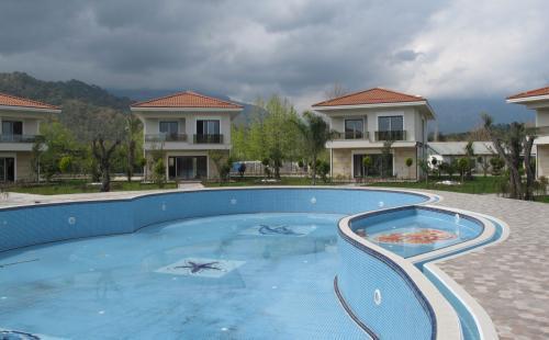 Шикарные виллы в жилом комплексе в Кемере, Чамьюва, Турция